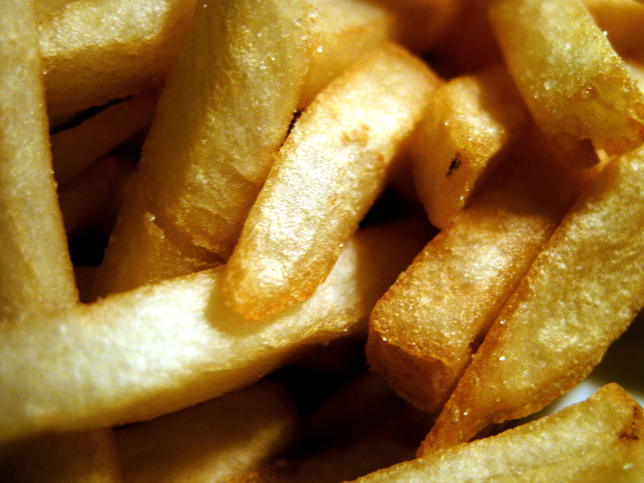 After viewing an ad for french fries, children were more likely to choose the fries over apples even with a parent recommending a